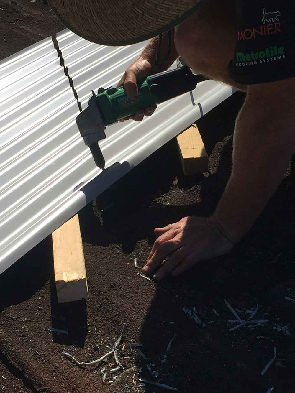 Pic-3-Cutting-the-Roofing-Iron-to-fit-snug